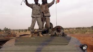 Soldados do exército do Chade se aliaram às tropas francesas na operação militar no norte do Mali.