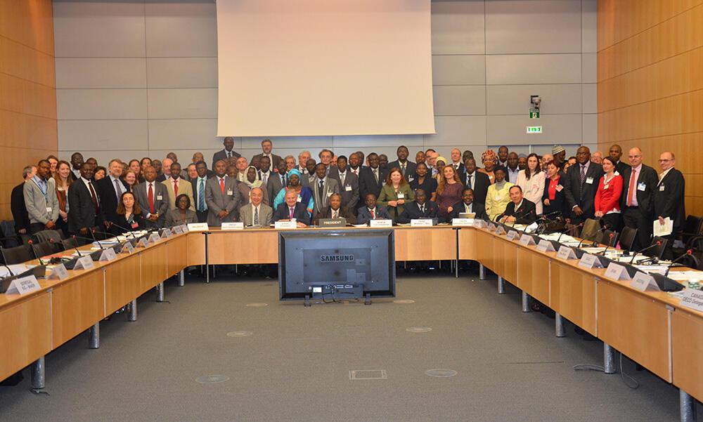 La grande famille du Réseau de prévention de crises alimentaires en Afrique de l'Ouest, (RPCA), en réunion restreinte à  l'OCDE, Paris.