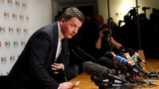 Matteo Renzi renuncia a encabezar el Partido Demócrata italiano tras haber recaudado sólo el 18,7% en las elecciones legislativas.