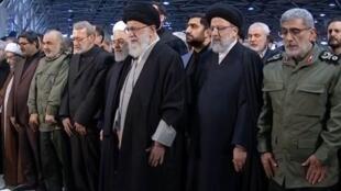 آیت الله خامنه ای و دیگر رهبران جمهوری اسلامی در مراسم تشییع جنازه قاسم سلیمانی