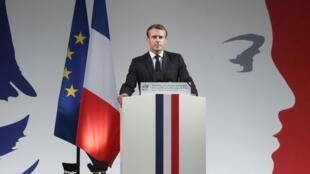 Emmanuel Macron lors de l'hommage aux policiers tués.