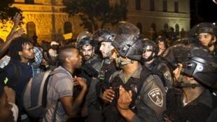 Heurts entre forces de l'ordre et manifestants après une mobilisation d'Israéliens d'origine éthiopienne contre les violences policières, le 30 avril.