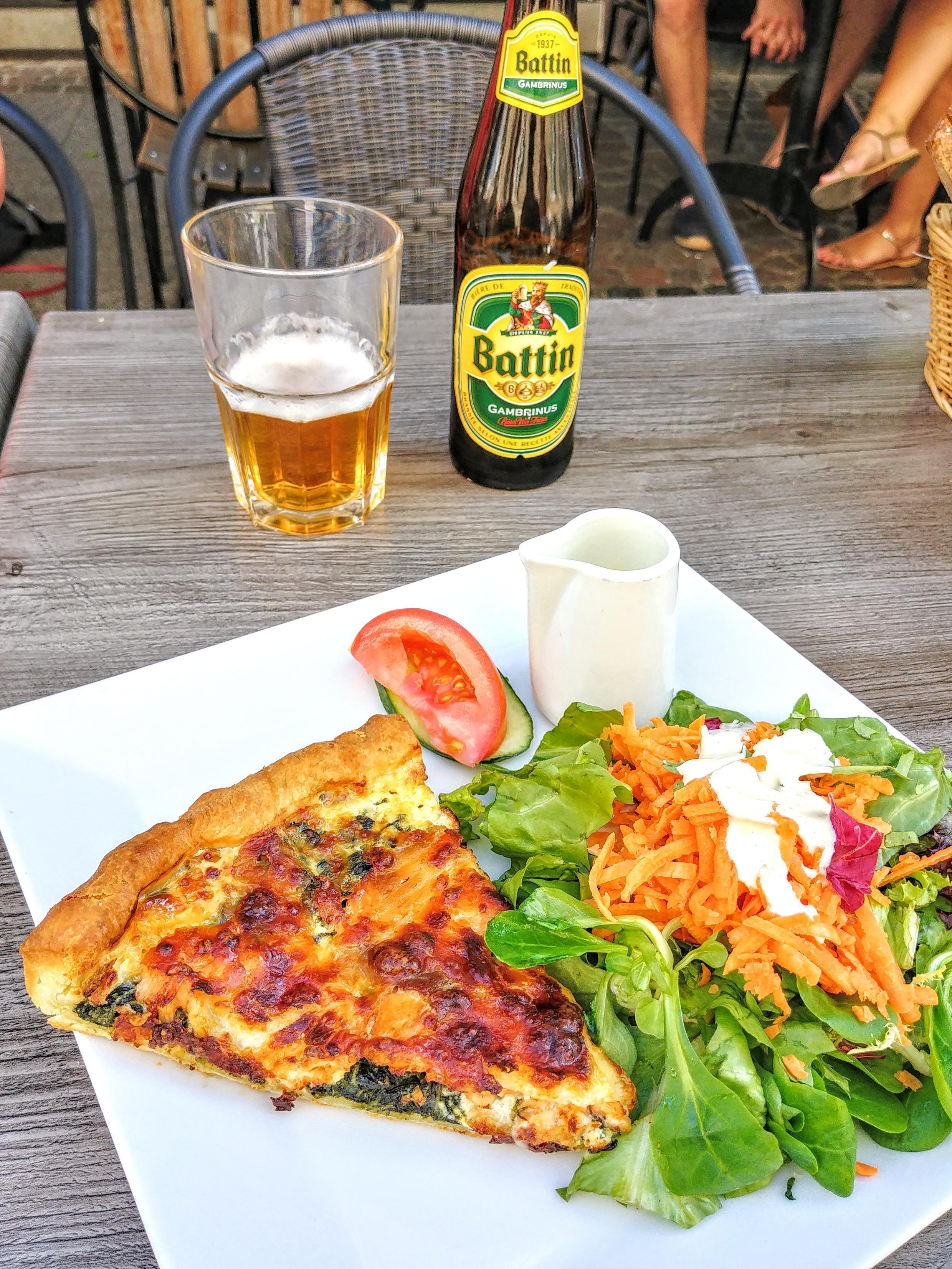 Loại bánh quiche làm với phô mai địa phương như Gros Lorrain hay là Carré de l'Est