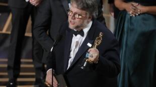 Del Toro tras recibir el Oscar a la Mejor película.