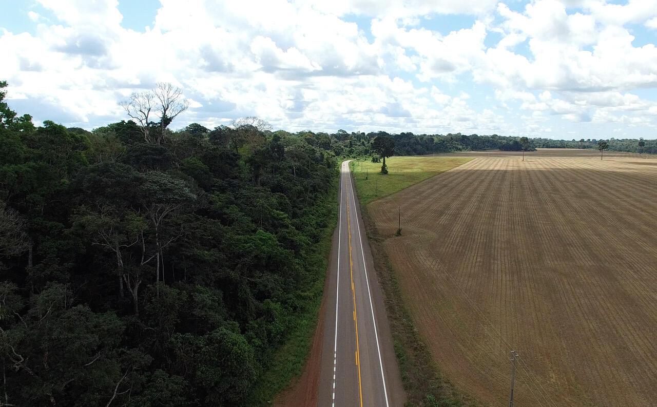Floresta Nacional do Tapajos do outro lado plantação de soja
