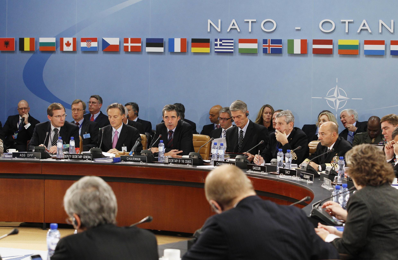 Ministros da Defesa e das Relações Exteriores da Otan, reunidos em Bruxelas.