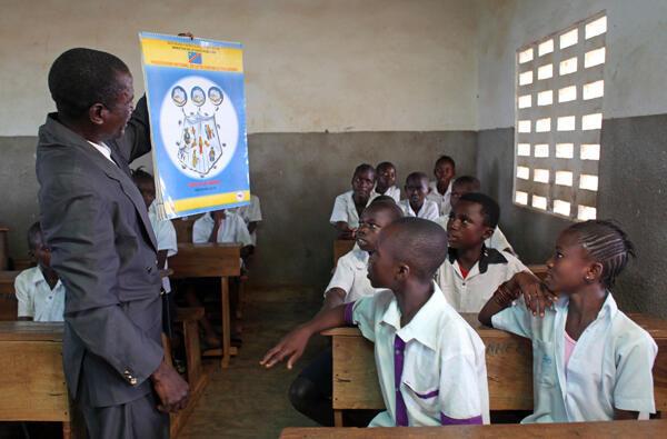 Shule ya Kimpese huko Bas Kongo kilomita 220 Kusini magharibi mwa Kinshasa.