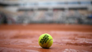 Organisers of the French Open are among the tennis officials who have contributed to a fund for lower ranked players.