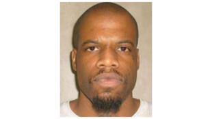 Clayton Lockett, de 38 anos, condenado à pena capital, morreu de ataque cardíaco mais de 40 minutos depois de receber a injeção