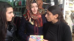 Fleknaz Ugar meets voters in Diyarbakir.