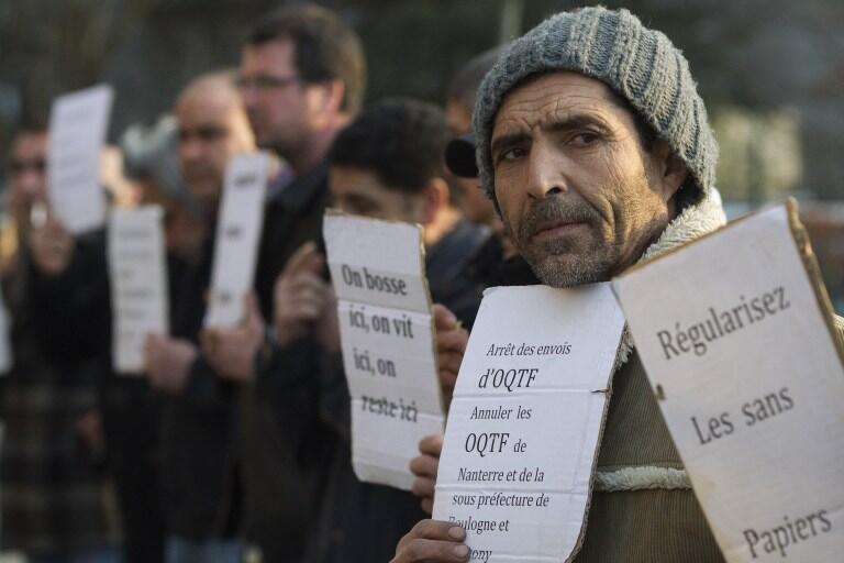 Manifestação de uma associação de apoio aos imigrantes ilegais na França, em março de 2012.
