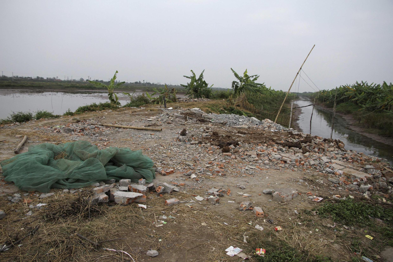Những gì còn lại của ngôi nhà ông Đoàn Văn Vươn sau khi bị chính quyền huyện Tiên Lãng đập phá. Ảnh chụp 10/01/2012 - REUTERS