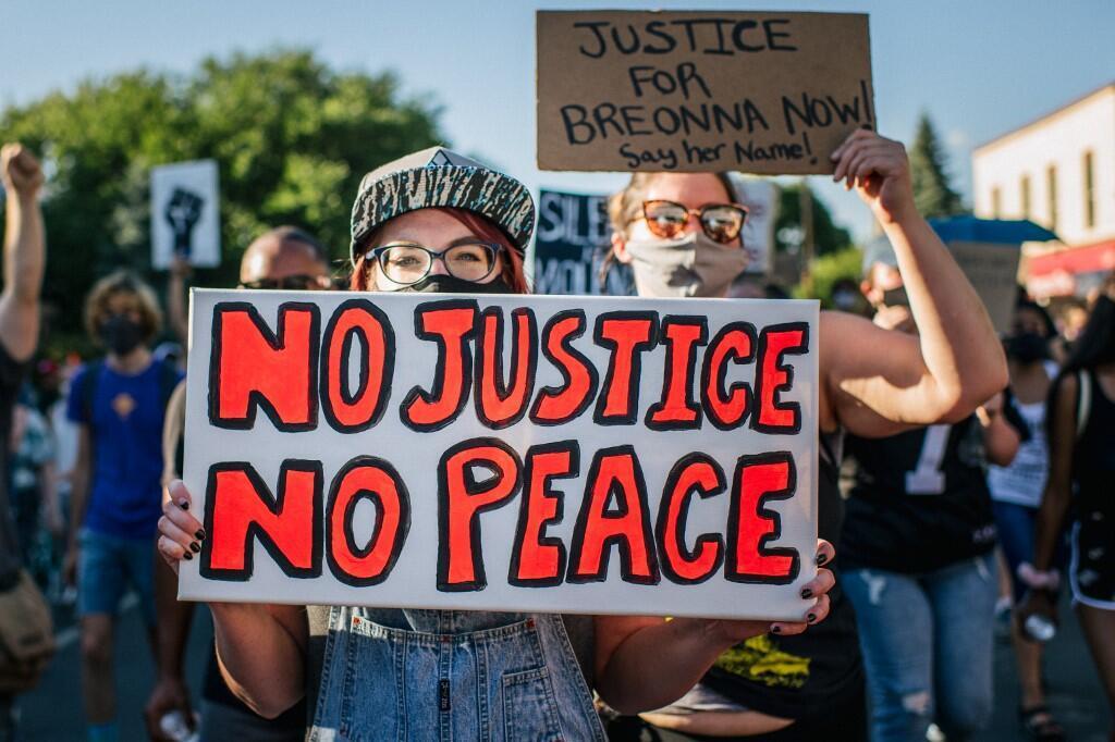 Một cuộc biểu tình chống kỳ thị chủng tộc tại Minneapolis, sau cái chết của George Floyd vì bạo lực cảnh sát, ngày 26/06/2020.
