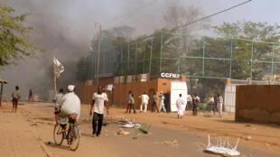 Le Centre culturel français de Zinder a été incendié au cours d'une manifestation anti-Charlie Hebdo, le 16 janvier 2015 au Niger.