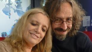 Gloria Geberovich y Manuel Kleiner en los estudios de RFI