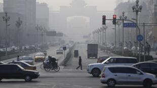 Le brouillard «pet de poulet» à Pékin. Les autorités assurent faire de la lutte contre la pollution l'une de leurs priorités.