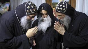 Trois des candidats à la succession du pape Chenouda III, le 22 octobre 2012.