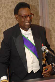 Kigeli V, mfalme wa mwisho wa Rwanda,ambaye alifariki dunia akiwa uhamishoni mjini Washingtonakiwa na umri wa miaka 80 .