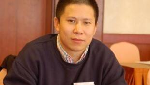 លោកស៊ូ ហ្ស៊ីយ៉ុង (Xu Zhiyong) សកម្មជនប្រឆាំង ដែលត្រូវចាប់ខ្លួនដោយរដ្ឋអំណាចចិន។