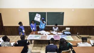 Mesa de votação, Luanda, 23/08/17