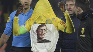 Abdul Majeed Waris celebrated his equaliser for Nantes by revealing a T-shirt with the face of Emiliano Sala.