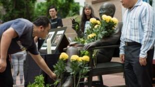 香港人悼念已故诺贝尔和平奖得主刘晓波逝世一周年。2018-07-13