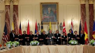 Ngoại trưởng Mỹ Rex Tillerson và các đồng nhiệm ASEAN, ngày 04/5/2017.