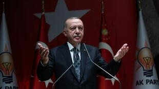 O presidente Tayyip Erdogan durante uma reunião do seu partido, o AKP, em Ancara.