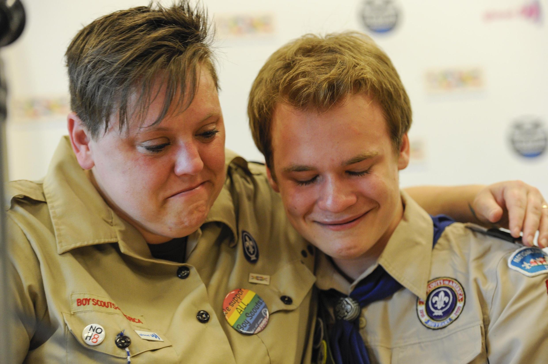 Deux scouts discriminés pour leur homosexualité après le vote qui lève l'interdiction pour les jeunes gays de faire partie des scouts américains, le 23 mai 2013.