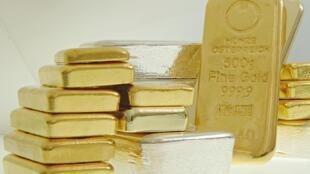 Les cours de l'or augmente notamment à cause des tensions internationales, l'affaiblissement du dollar et avec l'achat d'or des Banques centrales
