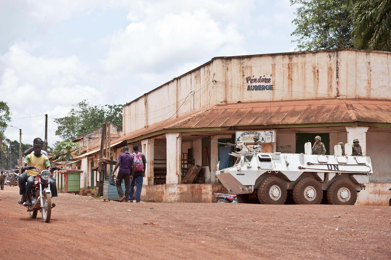 Un véhicule de la Minusca en patrouille dans la ville de Bambari (en août 2014).