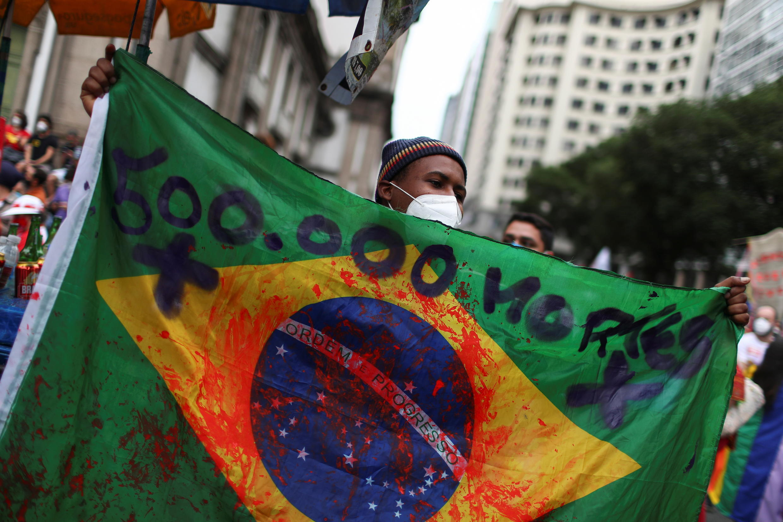 2021-06-19T162740Z_237413388_RC2R3O9OXZP8_RTRMADP_3_BRAZIL-PROTESTS