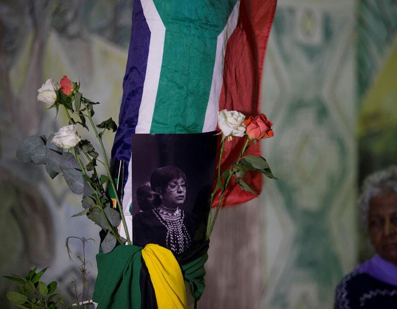 Les Sud-Africains se rassemblent pour rendre hommage à Winnie Madikizela-Mandela à Durban, le 2 avril 2018.