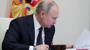2020-12-23T143104Z_367375419_RC22TK9B6WC4_RTRMADP_3_RUSSIA-POLITICS-LAW-DEFAMATION