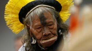 Raoni Metuktire, líder da etnia indígena brasileira Kayapo, é candidato ao prêmio Sakharov.