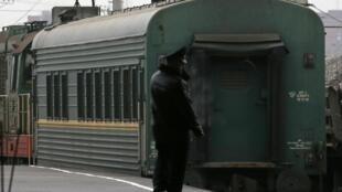 Vagão do trem que transportou para São Petersburgo os 30 ativistas do Greenpeace detidos por um protesto em uma plataforma de petróleo no Ártico