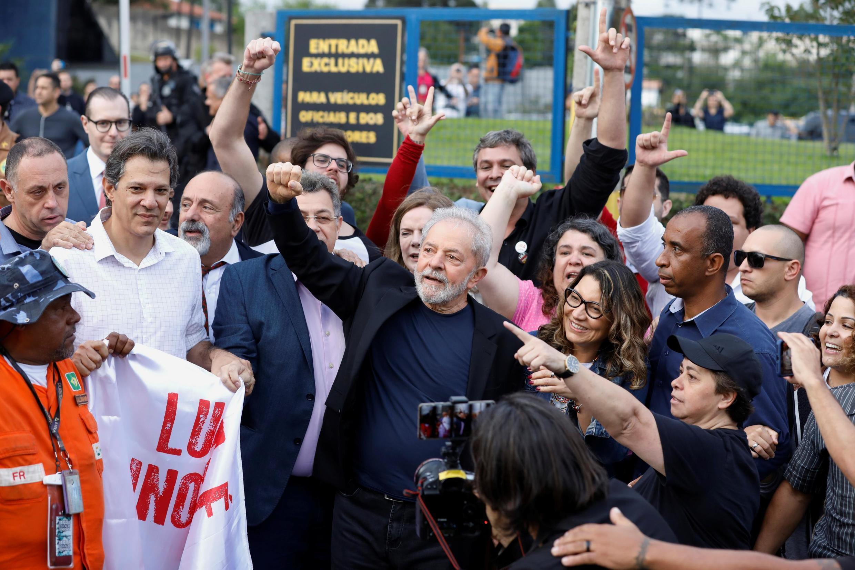 لولا داسیلوا، رییسجمهوری پیشین برزیل، پس از آزادی از زندان در میان هوادارانش نسبت به ادامه مبارزه علیه فقر و فساد تاکید کرد.