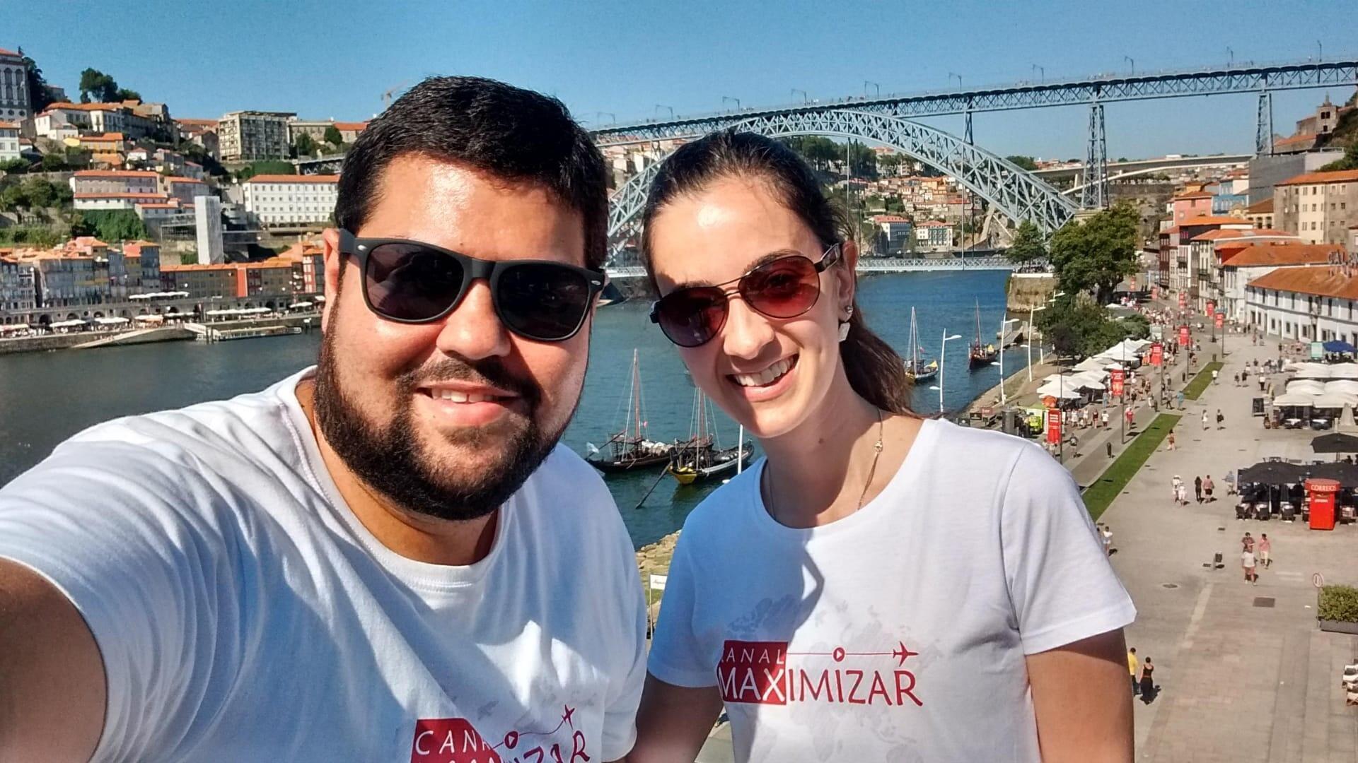 Os youtubers Max e Lívia, em Portugal.