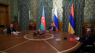 Mawaziri wa mambo ya nje wa Azabajani, Urusi na Armenia wakati wa mazungumzo Oktoba 9, 2020 huko Moscow.