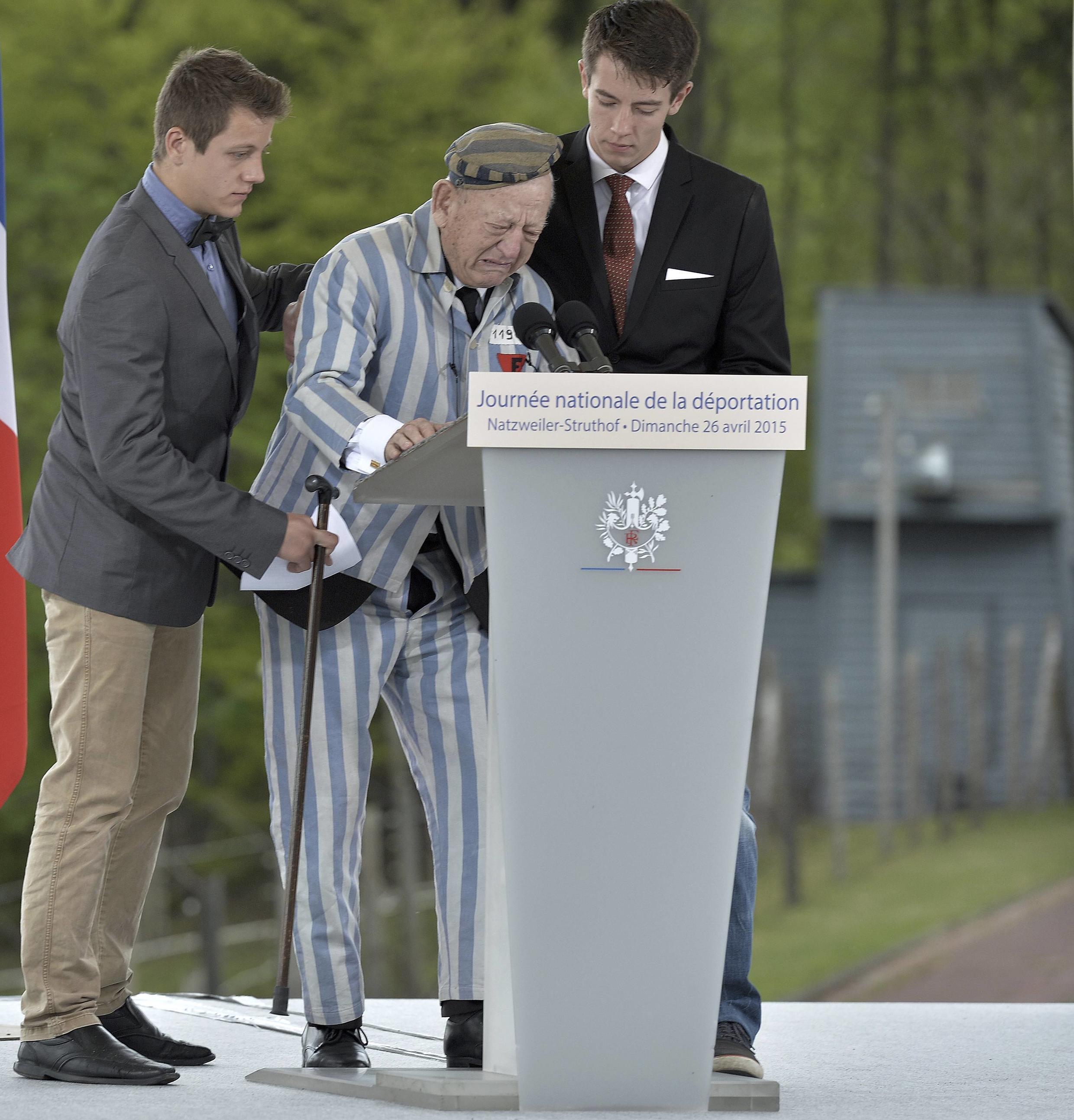 Robert Salomon, ici entouré de proches, a participé aux cérémonies de commémoration de la libération des camps de concentration dimanche 26 avril. Agé de 90 ans, il est l'un des rescapés du Struthof.