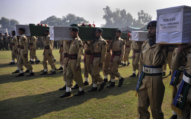 Đưa xác 24 binh sĩ Pakistan bị NATO bắn nhầm về Peshawar, 27/11/2011