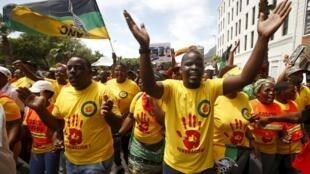 Les membres du Congrès national africain, le parti politique du président sud-africain Jacob Zuma, le 20 mars 2015.