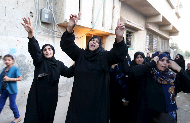 加沙走廊妇女10月9日为被杀害亲人哭嚎