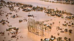 La plaine inondée entourant la ville de Beira, au centre du Mozambique, après le passage du cyclone Idai, le 20 mars 2019.