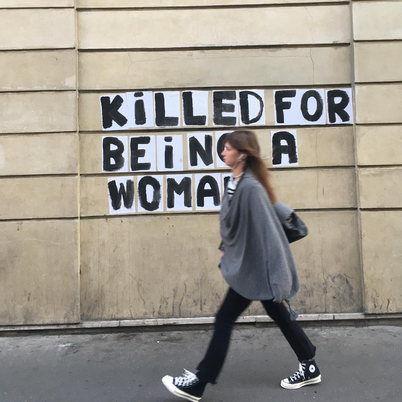 Uma das intervenções do grupo feminista Les Colleuses em um muro próximo à Bastilha. Paris, 23 de setembro de 2019.