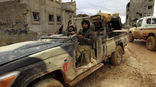 Des soldats de l'armée libyenne, dirigés par le maréchal Khalifa Haftar, au sud de Benghazi (photo d'illustration).