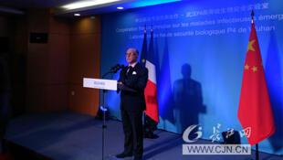 法國總理卡澤納福參訪武漢P4實驗室,2017年2月23日。