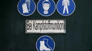 Предупреждающие символы на стере предприятия по уничтожению химического оружия в Мюнстере