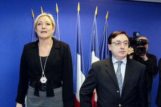 Марин Ле Пен и Жак-Франсуа Жалк, госсекретарь дочерней партии Нацфронта «Жанна», в январе 2011 года.