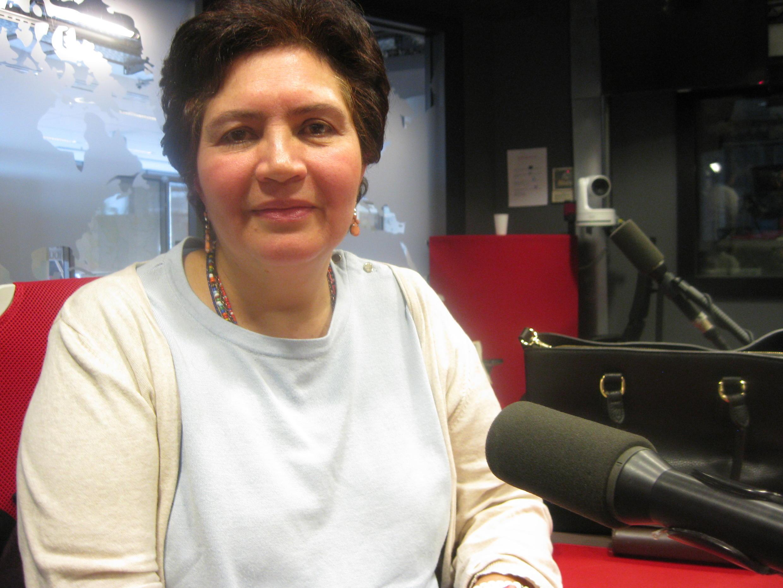 Clara Alvarez  en los estudios de RFI